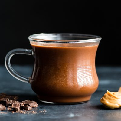 chocolate-caliente-con-mantequilla-de-mani